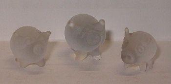 Glazen varkentjes TE KOOP voor 9,95 euro (3 stuks) - http://fmlkunst.home.xs4all.nl/glazenvarkens2/glas2.htm
