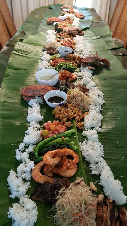 Filipino table setting - Boodle Fight
