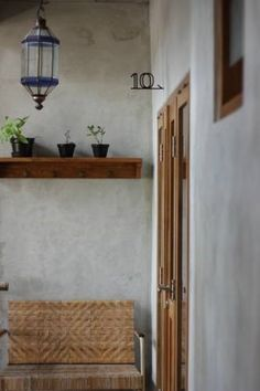 Featuring free WiFi and a terrace, Pawon Cokelat Guesthouse offers pet-friendly accommodation in Yogyakarta. Guests can enjoy the on-site snack bar.