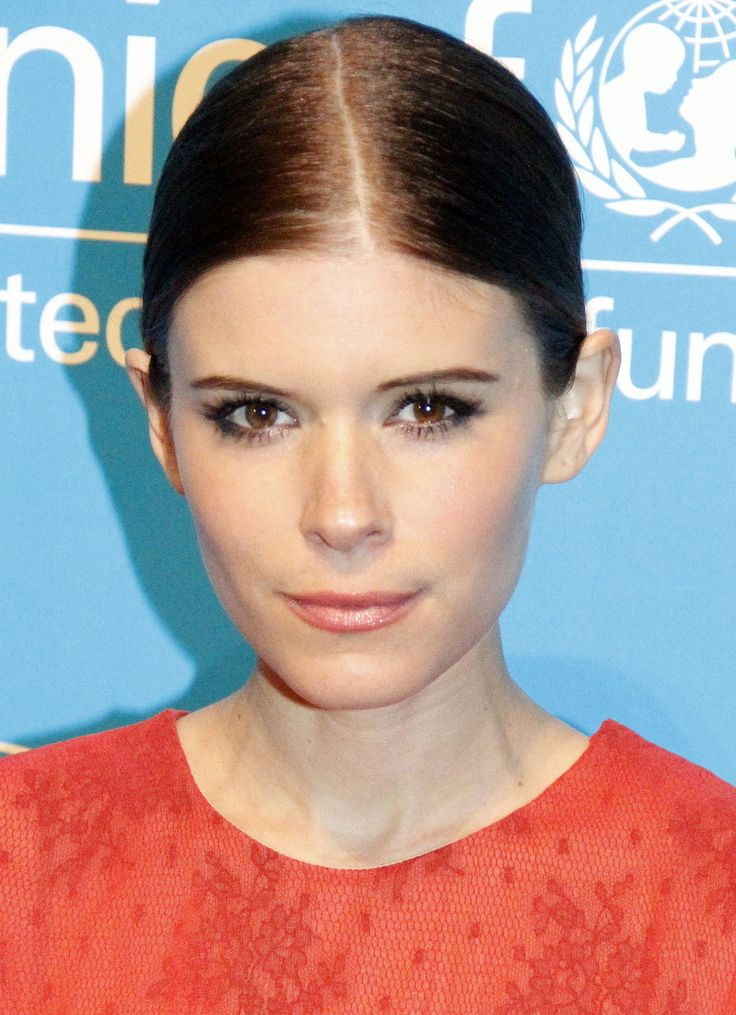 TIL actress Kate Mara is the great-granddaughter of both Tim Mara (founder of the NY Giants) and Art Rooney (founder of the Pittsburgh Steelers). Her acting contracts have a clause stating that if any of these teams make it to the Super Bowl she will attend the game before work.