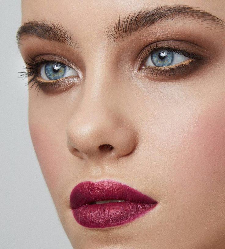 Хотите научится делать на себе классические Смоки в коричневой гамме? А может вообще винные смоки айс  в стиле Chilly dash, но все боитесь? Не беда, наши учителя научат вас, как красить себя ярко, эффектно, может быть и естественно, но очень профессионально.Будем рады помочь. Групповые занятия Self-made make-up: 25 июня (17.00-21.00)- Light make-up-дневной макияж 26 июня (17.00-21.00)-Night make-up-вечерний макияж 2 июля (13.00-17.00)-Стрелки и яркие губы 3 июля (13.00-17.00)-Color make-up…