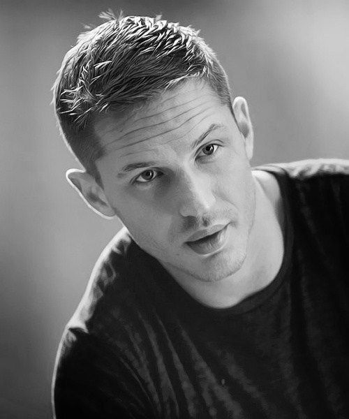 Tom Hardy your too good looking!