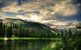 Se encuentra en Estados Unidos y se extiende a lo largo de la cadena de las Grandes Montañas Humeantes que son parte de los Mo...