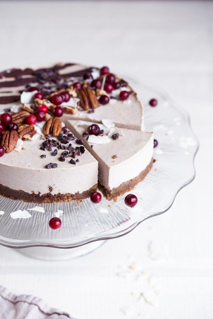 raw vegan gingerbread cake Lekker maar moeilijk te snijden Erg zacht misschien meer als toetje dan als taart Cranberries veel te zuur als garnering