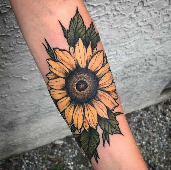Sunflower Meaning Ideas And Photos Girasole Significato Idee E Foto Sunflower Tattoo Meaning Sunflower Tattoos Sunflower Tattoo Sunflower Tattoo Sleeve