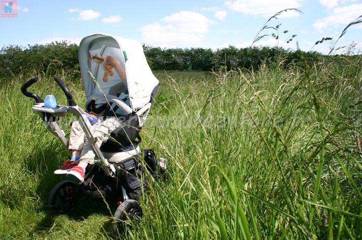 #orbitbaby #poussette #orbit surprenante, elle assure même sur l'herbe...