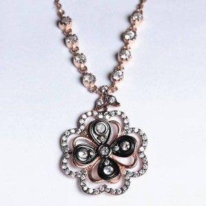 Çiçek temalı, roz renkli ve zirkon taşlı işlemeli, 925 ayar gümüş abayan kolyesi