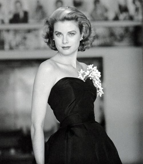 Another pix of Grace Kelly, because, well, it's Grace Kelly!  I think the most beautiful woman of the last century.  Class. Grace. Elegance.