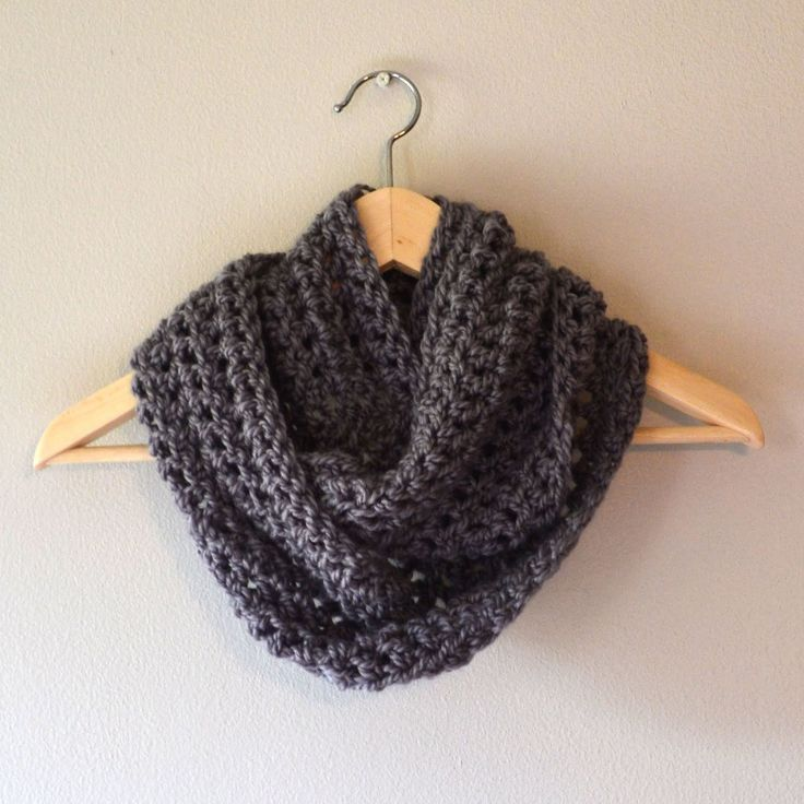 FREE and easy infinity scarf pattern.