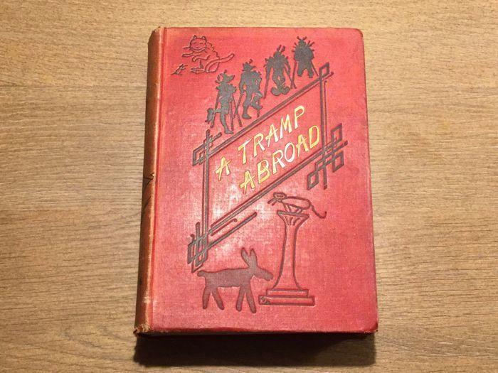 """Mark Twain - een zwerver in het buitenland - 1880  """"A Tramp in het buitenland"""" door Mark TwainChatto Windus Londen-1880 eerste Britse uitgave in één bundel (verschenen na de twee volumeset in 1880) - 565 p 14cmx12cm - conditie: goed kleine slijtage aan originele rode geïllustreerd planken 314 illustraties incl frontispice en weefsel bewakenEen Tramp Abroad is een werk van reizen literatuur met inbegrip van een mengsel van autobiografie en fictieve gebeurtenissen van de Amerikaanse schrijver…"""