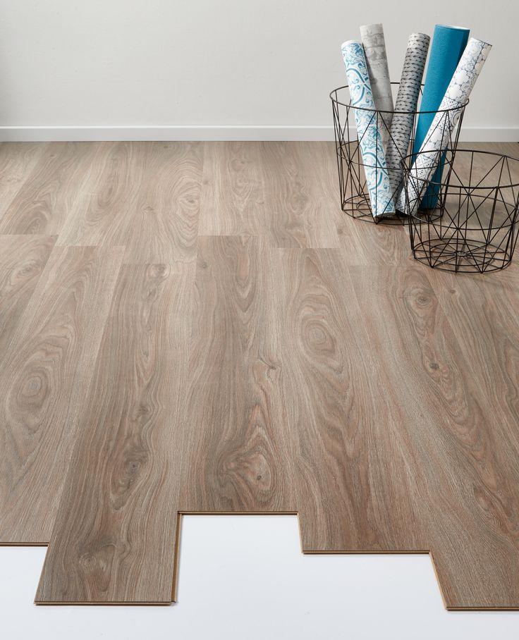 Sfeervolle vloer: laminaat Lodge taupe / eiken > https://www.kwantum.nl/vloer/laminaat/vloer-laminaat-laminaat-lodge-taupe-eiken-0372151 #vloer #laminaat #interieur #kwantum