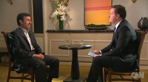 PRÉSIDENT DE L'IRAN -  Le Président de l'Iran Mahmoud Ahmadineja (56 ans) est le centre d'attention des médias nord-américains alors qu'il est en visite à New York depuis lundi pour l'assemblée annuelle des Nations Unies (United Nations).  Il a accordé plusieurs entrevues dont une à Pier Morgan sur CNN.  http://cnnpressroom.blogs.cnn.com/2012/09/23/piers-morgan-sits-down-with-iranian-president-ahmadinejad-advance-highlights/