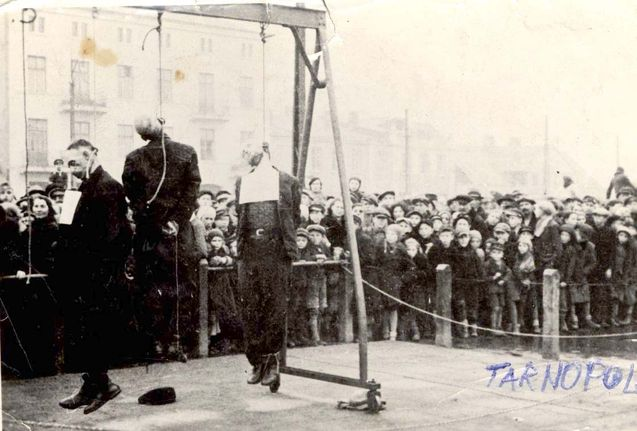 Ternopil, Ukraine. Public hanging of Jews. Note a lot of children in first rows