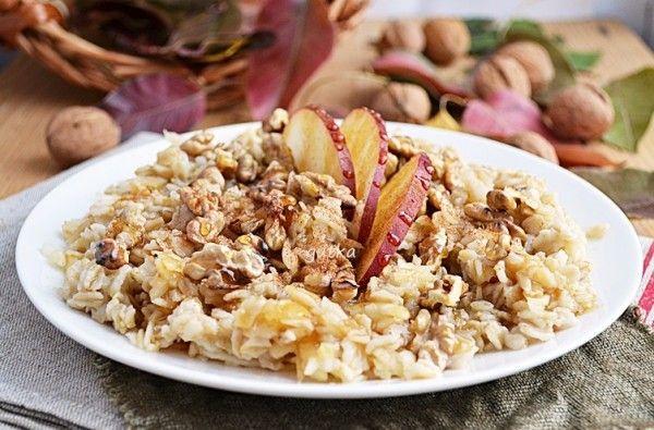 Овсянка с яблоком и орехами на завтрак - добро пожаловать к столу