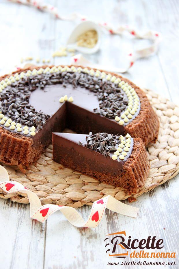 La torta Lindt è un dolce molto bello da vedere e ideale per gli amanti del cioccolato. E' stata chiamata Lindt, ma si sarebbe potuta chiamare anche Perugina o Novi.