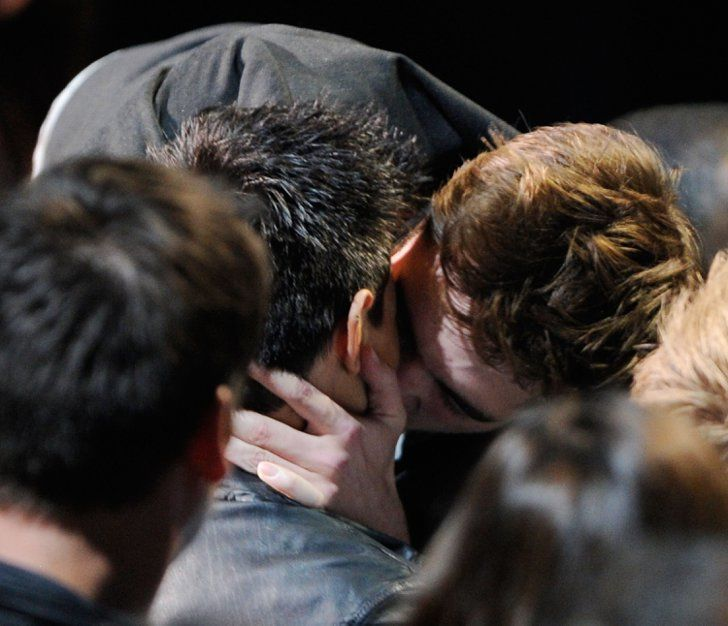 Pin for Later: Pucker Up For the Best Kisses of the MTV Movie Awards Kristen Stewart and Robert Pattinson, 2011 That year at the show, Rob decided to pass over girlfriend Kristen to plant one on costar Taylor Lautner.