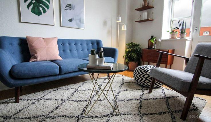 Monstera plant print background in Ditteblog's beautiful scandinavian inspired living room.  En verden af vintage hos bloggeren @ditteblog - billede 8