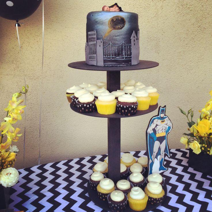 Gotham city batman baby shower cake cupcakes muggle girl for Batman bathroom ideas