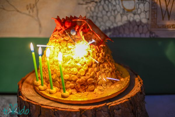 Hobbit Birthday Party! This lady created a really awesome birthday party for her daughter, and she includes tutorials for all the awesome features!