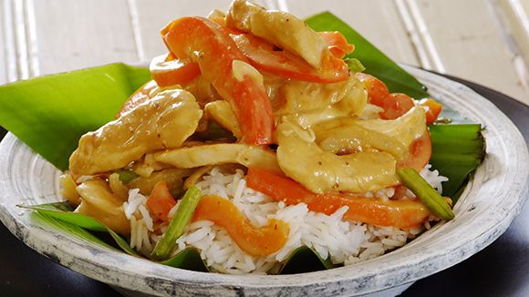 A simple and easy to follow recipe for creating your own satay chicken stir fry!