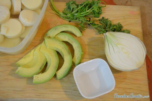 Aprende a preparar ceviche de palmitos con aguacate con esta rica y fácil receta. Prepara un delicioso ceviche de palmitos con aguacate, ideal para cuando tienes...