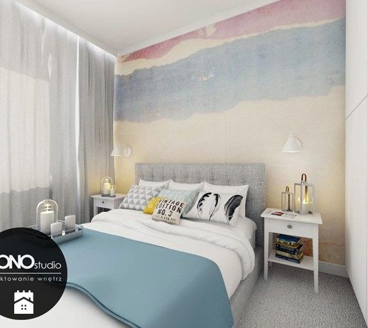 Przytulna sypialnia z wykorzystaniem tapety w kolorze jako główny element…