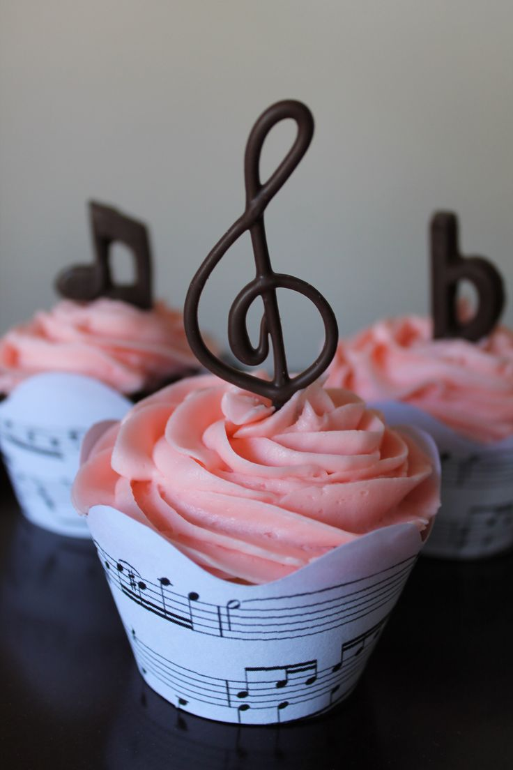 Music cupcakes, think this is probably piped chocolate, would need to be very hard (Sweet Recipes Cute)