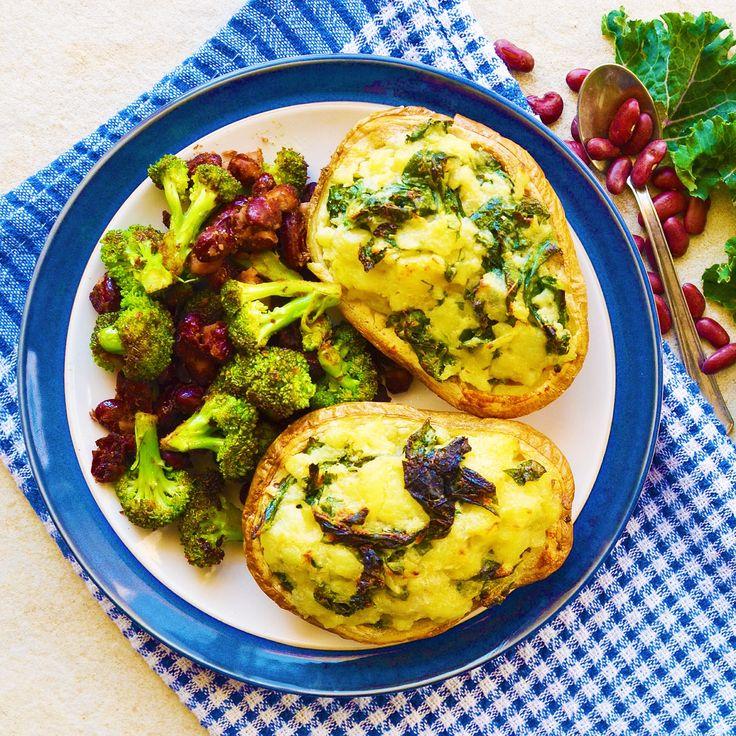 Fylld och gratinerad potatis med broccoli och kidneybönor! Receptet finns i meny 29. 😊🌱  www.allaater.se