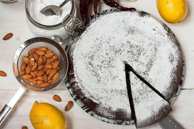 Диетический шоколадный пирог с перцем чили и лимоном