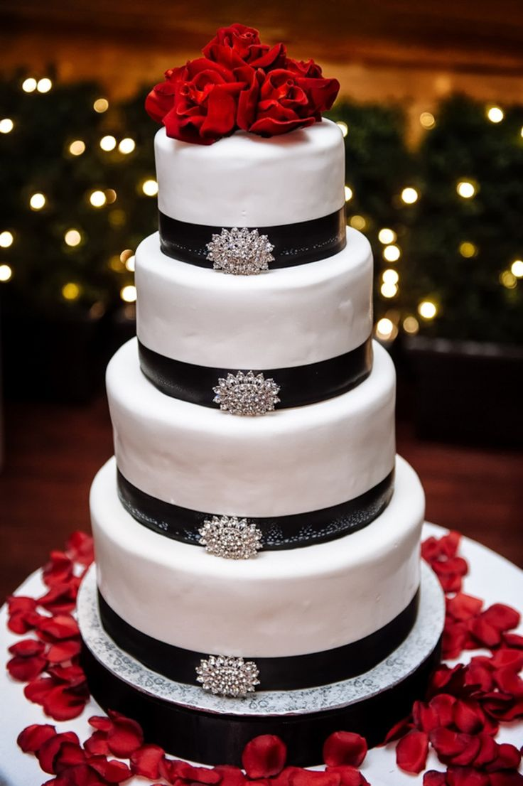 Glam Old Hollywood Wedding | Photo by Will Pursell | Aisle Perfect #wedding #cake