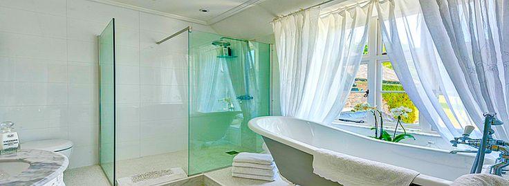Угловой карниз для ванны: особенности выбора и 75+ функциональных и стильных решений http://happymodern.ru/karniz-dlya-uglovoj-vanny-foto/ karniz-dlya-uglovoj-vanny Смотри больше http://happymodern.ru/karniz-dlya-uglovoj-vanny-foto/