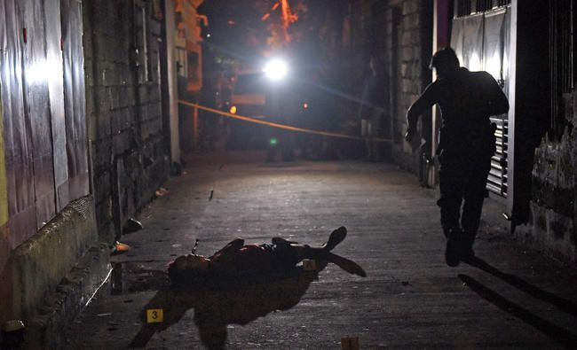 More blood but no victory as Philippine drug war marks its first year http://betiforexcom.livejournal.com/25587459.html  Author:Clare Baldwin and Andrew R.C. Marshall | ReutersMon, 2017-06-26 08:00ID:1498432704454778900MANILA: Launched a year ago, Philippine President Rodrigo Duterte's brutal war on drugs has resulted in thousands of deaths, yet the street price of crystal methamphetamine in Manila has fallen and surveys show Filipinos are as anxious as ever about crime. Duterte took power…