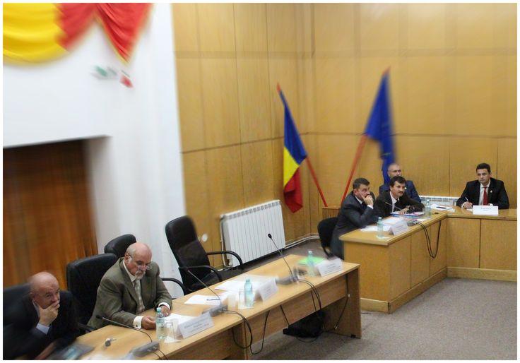 Comisia pentru Agricultură a Camerei Deputaţilor s-a întrunit astazi la Călăraşi.   Evenimentul a avut ca invitati deputatii si senatorii judetului nostru, reprezentanti ai Guvernului Romaniei, prezenti la lucrari au fost si primarii din comunele calarasene si producatorii agricoli.
