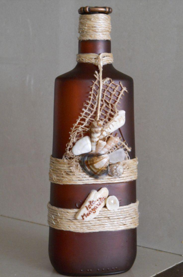 Botellas decoradas. Conchas y caracoles  marinos.