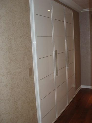 Closet doors Miria collection in high gloss finish modern hall