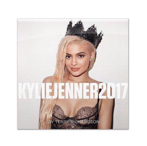 Kylie Jenner se prepara para el 2017 con diminuto y sexy bikini [Fotos] - http://www.notiexpresscolor.com/2016/12/05/kylie-jenner-se-prepara-para-el-2017-con-diminuto-y-sexy-bikini-fotos/