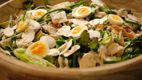 Dagelijkse kost - Groene salade met gerookte forel
