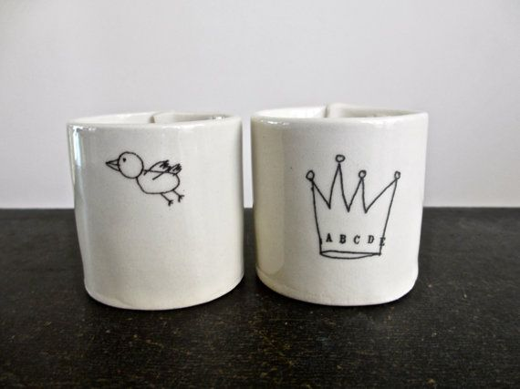 2 mini cups (bird and crown).
