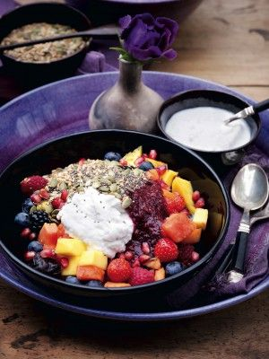 Delicious! I eat this every morning: fruit salad with coconut milk and mixed seeds - Pascale Naessens