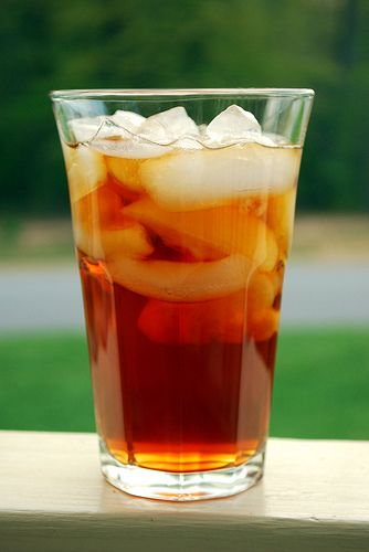 REAL SOUTHERN SWEET TEA 4 bags of Lipton Family size tea bags... boiled in 2 1/2 cups of water. 1 1/2 cups of sugar (1 gallon recipe) Cool in refrigerator. Pour over ice when ready That's it! Perfectly delicious! SC sweet tea❤️