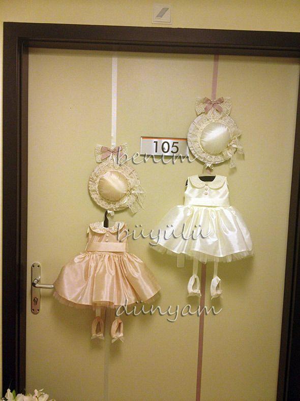 ikiz-bebek-dantelli-ipek-elbiseli-kapi-susu – lea cortez