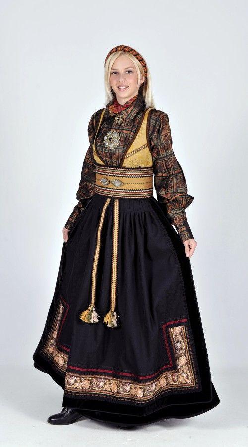 Norwegian folk dress from Telemark region | Beltestakk fra Telemark