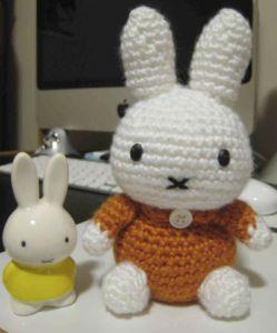Miffy el Pequeño Conejo Blanco- Patrón Gratis en Español aquí: http://hastaelmonyo.com/?p=1100