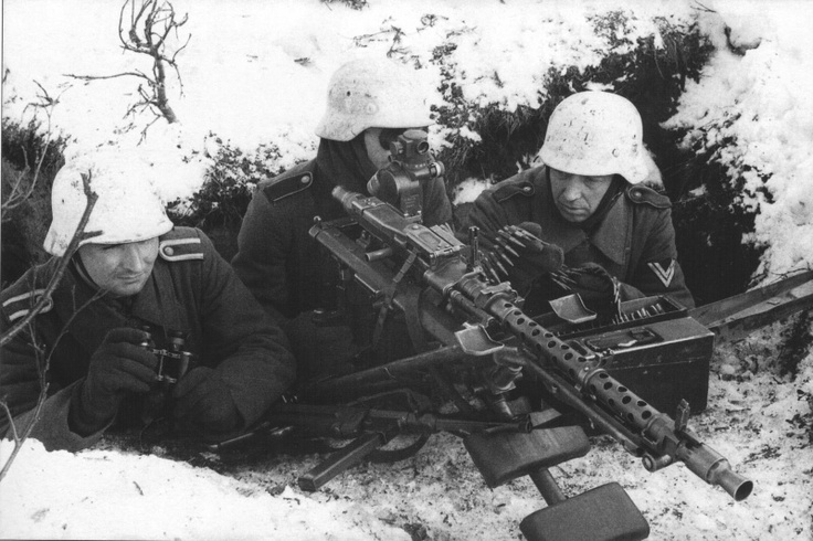 German machine gunners on the eastern front. The machine gun ( MG 34) has an optic aiming system .