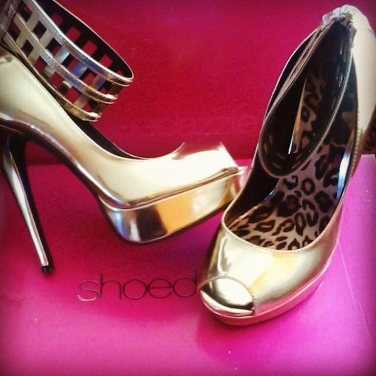 http://www.lesboniques.cl    Somos una empresa que brinda diversos servicios y productos orientados a la imagen y la belleza.