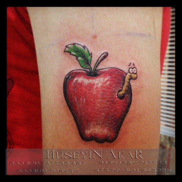 apple tattoo elma dövmesi black and gray tattoo half sleeve tattoo bodrum tattoo huseyin akar barkarby tattoo bodrum tattoo art huseyin akar bodrum dövme sanati tatuering tatuerare