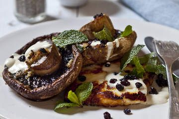 breakfast / brunch ideas. vegetarian, healthy, low carb.. grilled mushrooms with garlic, tahini and haloumi