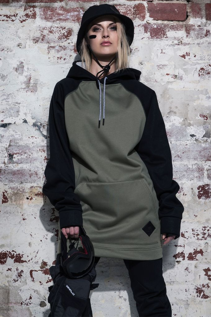 MOO LAB THE BRIXTON UNISEX TALL HOODIE - SAGE & BLACK. The Brixton Tall Hoodie is part of our Core Series. Featuring the following: - 5K DWR Coated Bonded Fleece to keep you warm & dry. - Zipped pocket with auto lock zip to keep your valuable safe while riding. - Inner sleeve cuff with thumb holes to keep your gloves in place. - Elastic hem band at back with heat embossed branding to enable freedom of movement. - 3 Piece hood to fit over helmet.
