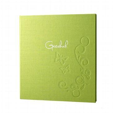 """Grünes Leinen Gästebuch mit verspielten Schmetterlingen und auf der Vorderseite das eingeprägte Wort """"Gästebuch"""""""