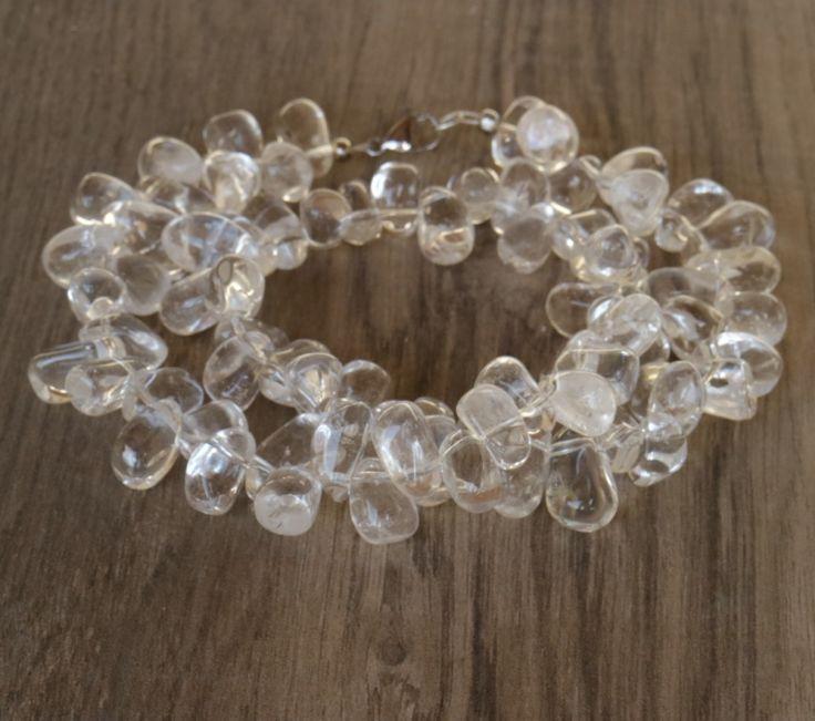 Hegyikristályból nyaklánc, csepp alakú szemekből. Igazán feltűnő darab! www.indigokovek.hu